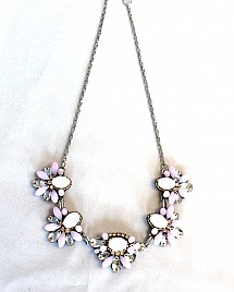 FLORAL NECKLACE – WHITE