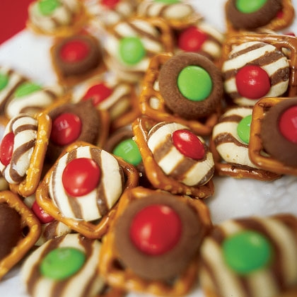 {Recipe} Holiday Treats – Pretzel Kisses